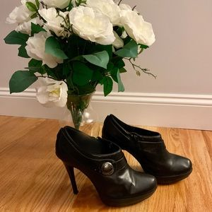 Bakers black leather closed toed heels